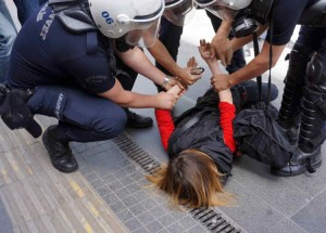 polis_gozalti_eylem_siddet_ic_guvenlik_emniyet_yasa_cevik_kelepce