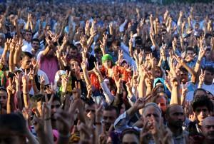 Demokratik Bölgeler Partisi'nin de (DBP) aralarında bulunduğu bazı sivil toplum kuruluşlarınca Diyarbakır İstasyon Meydanı'nda 1 Eylül Dünya Barış Günü dolayısıyla miting düzenlendi. (Ahmet Kaplan - Anadolu Ajansı)